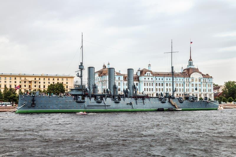 De dageraad is een Russische beschermde die kruiser, momenteel als museumschip wordt bewaard royalty-vrije stock fotografie