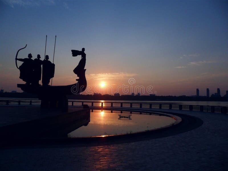 De dageraad van Kiev op de rivier Dniepr, de Oekraïne stock afbeeldingen