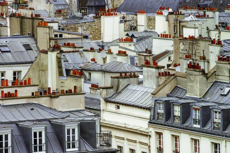 De daken panoramisch overzicht van Parijs bij de zomerdag royalty-vrije stock foto