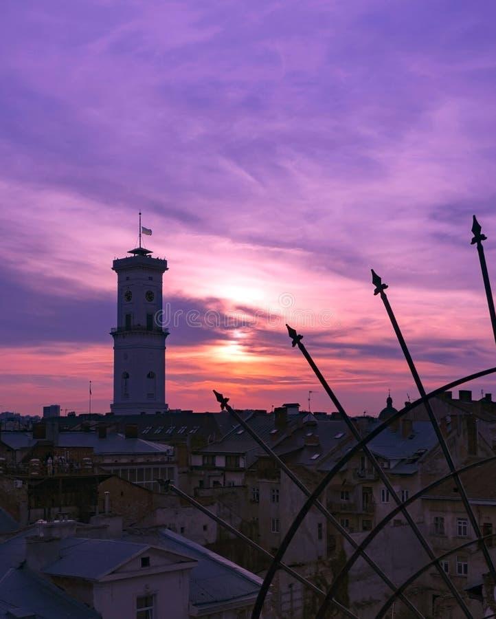 Download De Daken Van Lviv In De Avond Stock Foto - Afbeelding bestaande uit zonsondergang, ukraine: 107701358