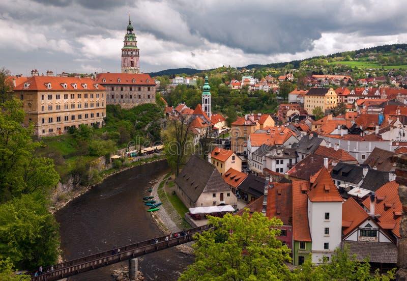 De daken van oude Tsjechische Krumlov Mening van de stad van een mening van het vogel` s oog Tsjechische Republiek stock foto's