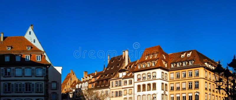 De dakenpanorama van Straatsburg, zonnige dag stock fotografie
