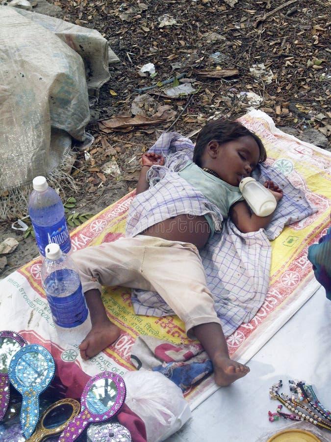 De daklozen van de baby royalty-vrije stock afbeeldingen
