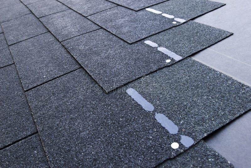 De dakspanen van het dak stock foto's