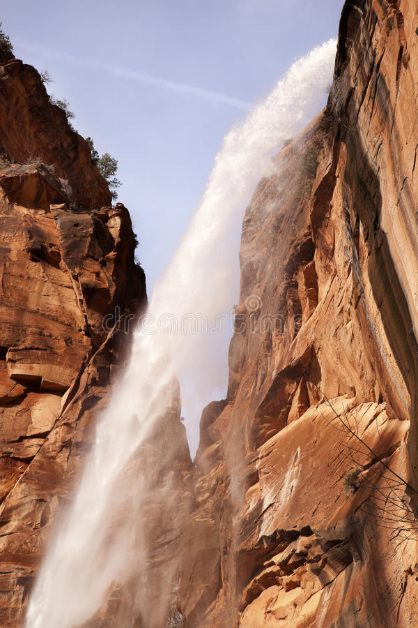 De dalende het Huilen van het Water Canion van Zion van de Waterval van de Rots royalty-vrije stock fotografie