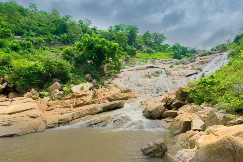 De daling van het Ghatkholawater, Purulia, West-Bengalen - India royalty-vrije stock afbeelding
