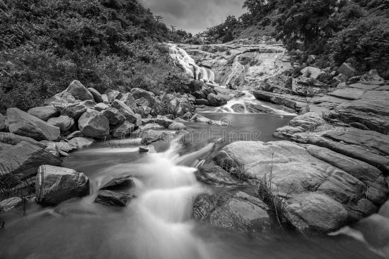 De daling van het Ghatkholawater, Purulia, West-Bengalen - India royalty-vrije stock afbeeldingen