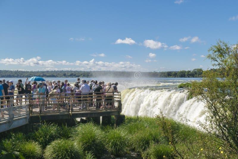 De Dalingen van Iguazu van de duivelskeel bij Argentijnse Grens stock foto's