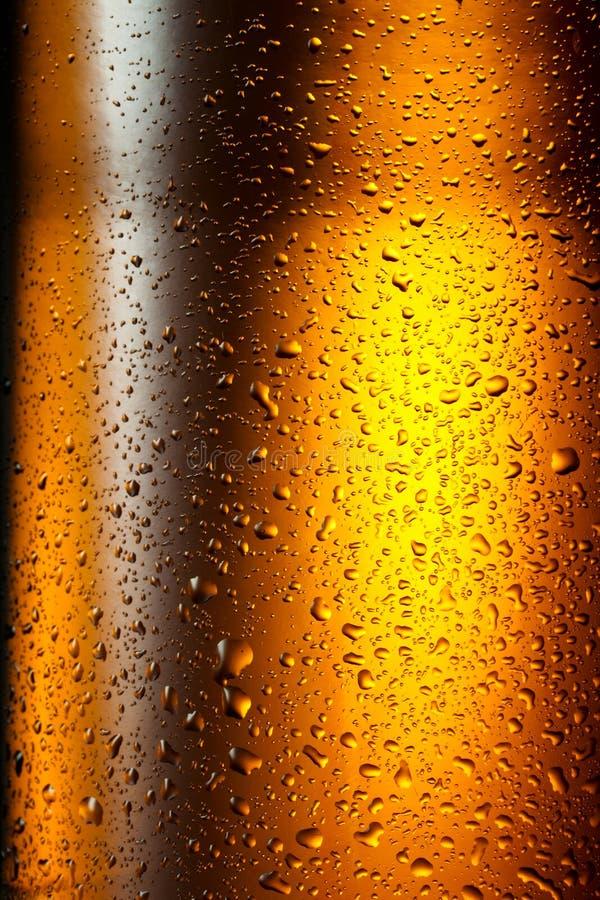 Download De Dalingentextuur Van Het Water Op De Fles Bier. Abstracte Achtergrond Stock Foto - Afbeelding bestaande uit glas, behang: 29502610