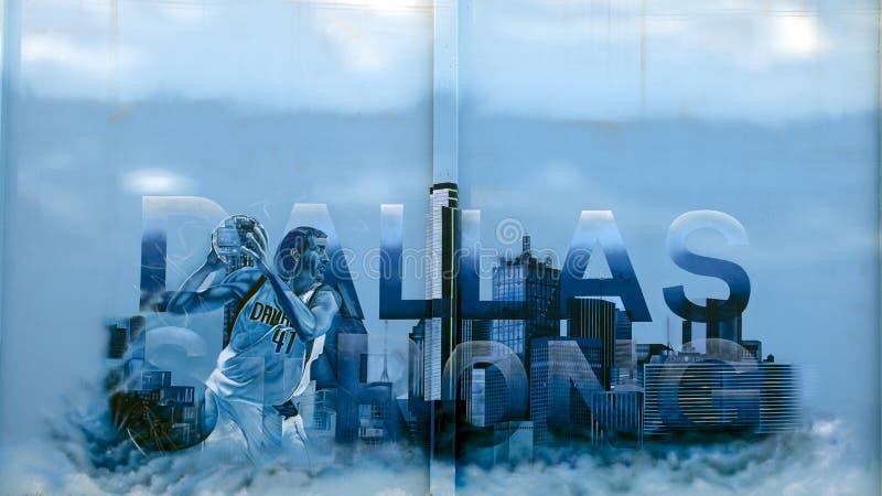 ` De Dallas Strong de `, une peinture murale par Josh Mittag et Theo Ponchavelli, Dallas Texas photo libre de droits