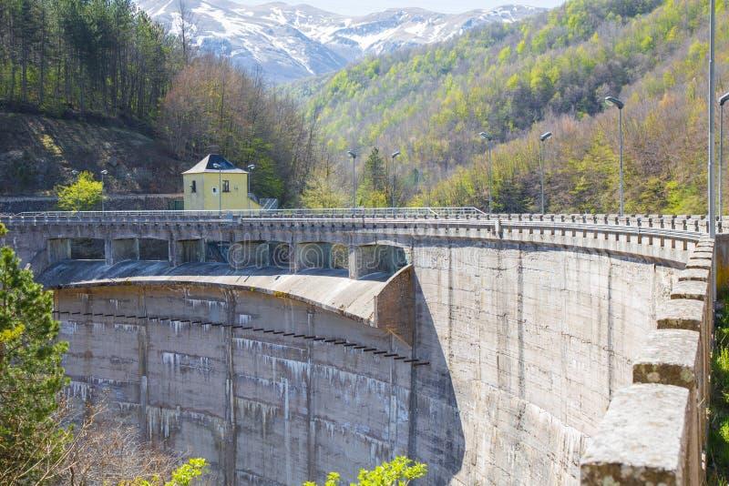 De dam Lago Di Provvidenza Abruzzo Italië royalty-vrije stock foto's