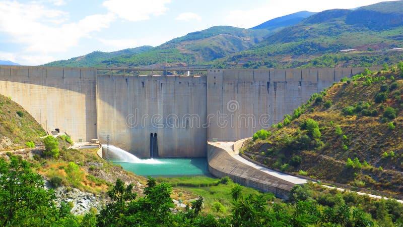 De dam van het regelsreservoir, Zuiden van Granada in Andalusia stock foto