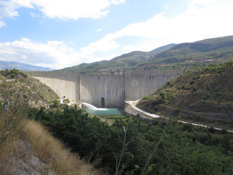 De dam van het regelsreservoir, Zuiden van Granada in Andalusia royalty-vrije stock foto