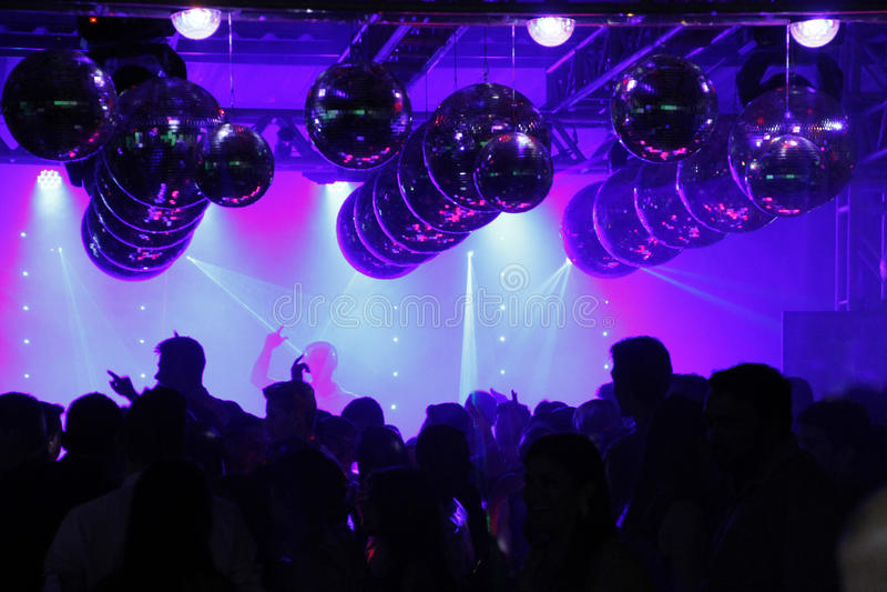 De dansende opgewekte mensen van de nachtclubdisco royalty-vrije stock foto's