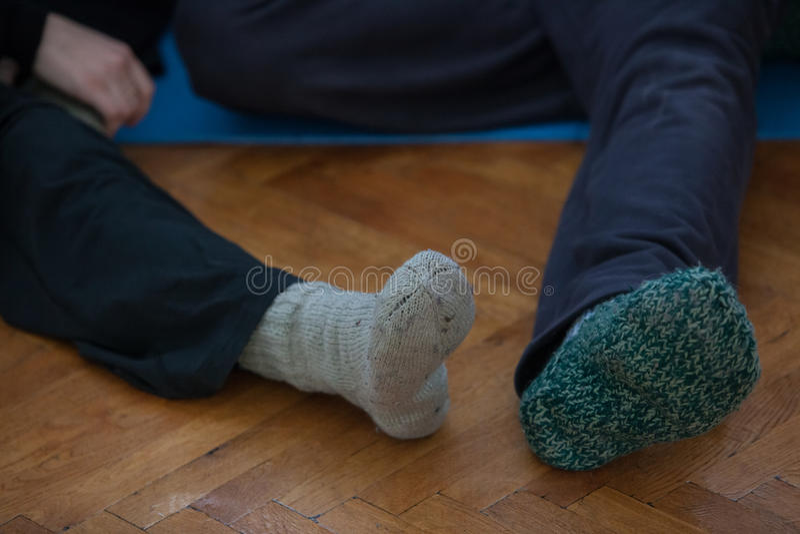 de dansers betaalt, benen, op vloer royalty-vrije stock foto's