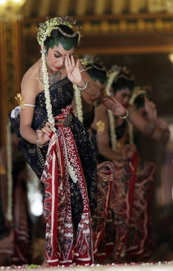 De dansers dansten de dans Bedaya Ketawang stock foto