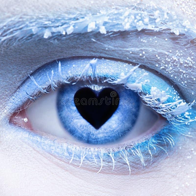 De de bevroren make-up en leerling van de oogstreek binnen voor van hart royalty-vrije stock fotografie