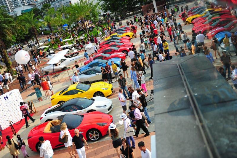 De de Clubeigenaars die van Singapore Ferrari hun Ferrari-auto's demonstreren tijdens het Jacht van Singapore tonen bij Één Graad  stock foto's
