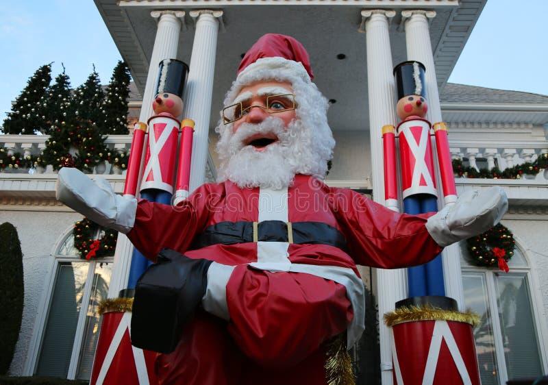 De de decoratielichten van het Kerstmishuis tonen in de buurt in de voorsteden van Brooklyn van Dyker-Hoogten royalty-vrije stock afbeelding
