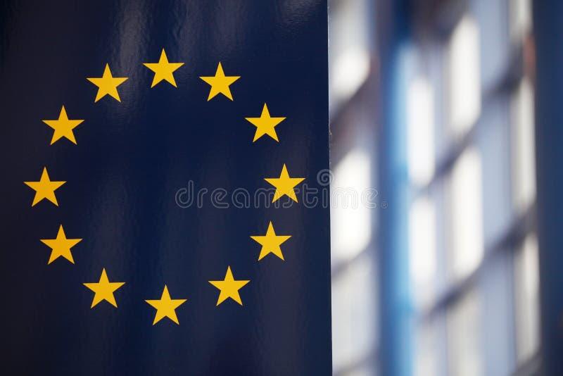 De de EU-vlag; zonnestralen het nadenken royalty-vrije stock foto