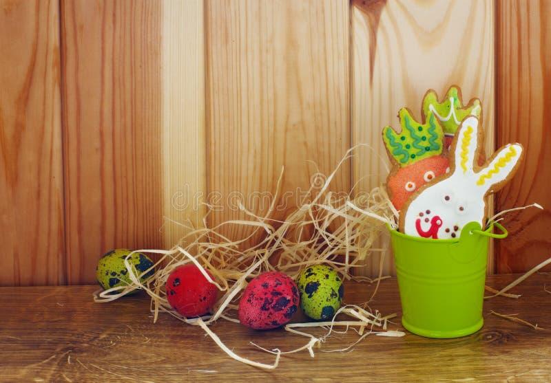 De de grappige koekjes en eieren van Pasen royalty-vrije stock afbeeldingen