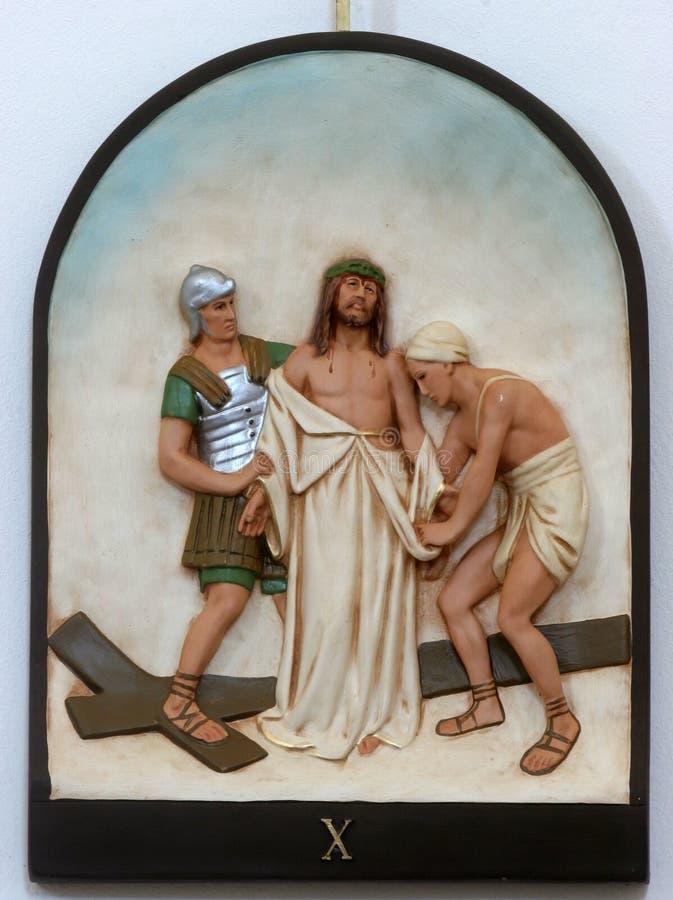 de 10de Posten van het Kruis, Jesus is gestript van Zijn kledingstukken royalty-vrije stock fotografie