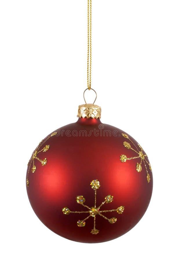 De de rode bal of snuisterij van de Kerstmisboom met gouden die sneeuwvlokpatroon op witte verticaal wordt geïsoleerd royalty-vrije stock fotografie