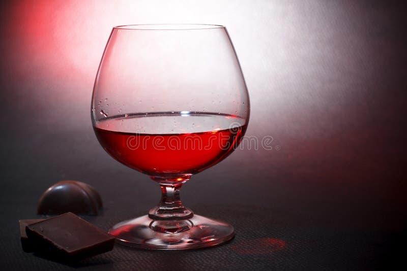 De de rode likeur en melkchocola van de luxe royalty-vrije stock foto