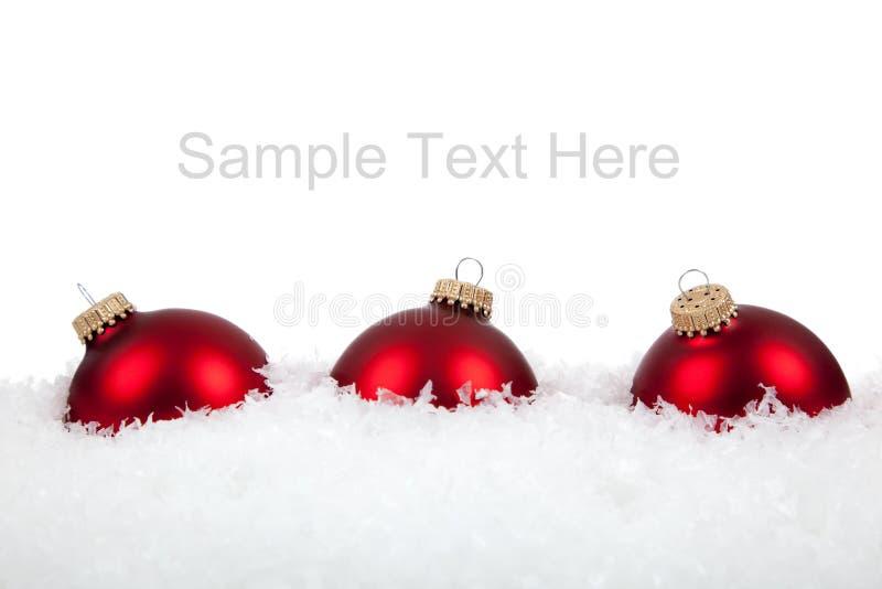 De de rode ornamenten/snuisterijen van Kerstmis op wit royalty-vrije stock foto