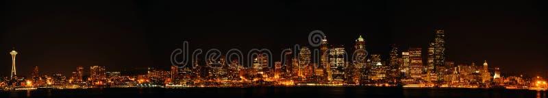 De de stads panoramische horizon van de binnenstad van Seattle stock afbeeldingen