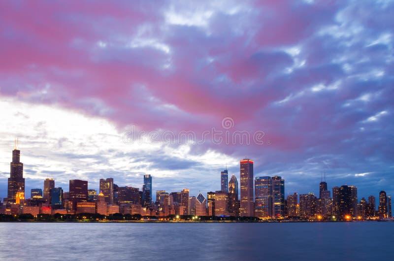 De de stads stedelijke horizon van de binnenstad van Chicago stock foto