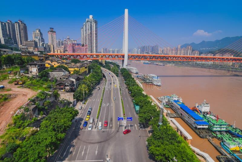 De de stadshorizon van de binnenstad van China over de Yangtze-Rivier royalty-vrije stock foto's