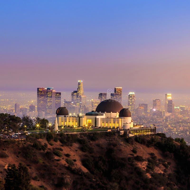 De de stadshorizon van Griffith Observatory en van Los Angeles stock foto