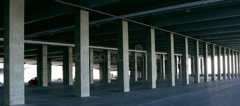 De de stedelijke Garage en Betonconstructie van het Landschapsparkeren stock afbeeldingen