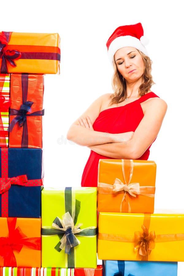 De de tevreden vrouw en giften van Kerstmis stock foto