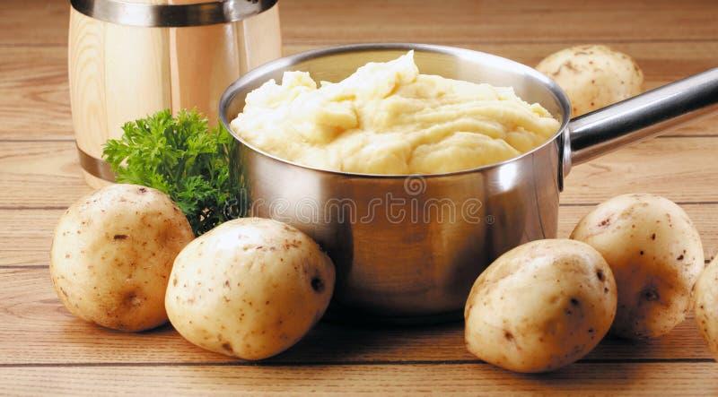 Aardappels en puree stock afbeeldingen