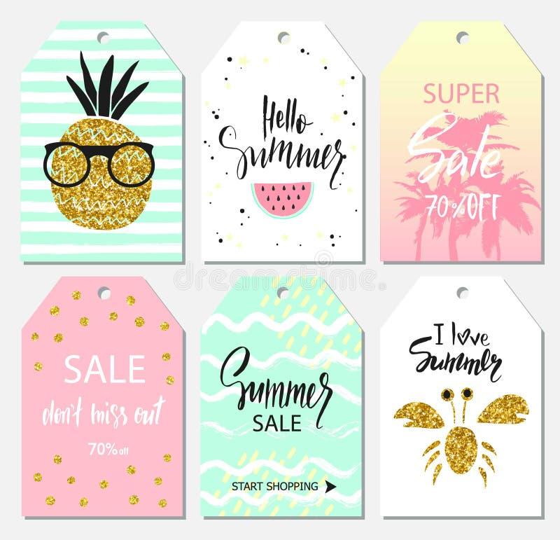 De de zomerreeks verkoop en giftmarkeringen, etiketten met leuke getrokken hand ontwerpt elementen, het met de hand geschreven va royalty-vrije illustratie
