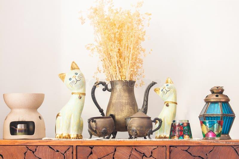 De decoratie op het houten bureau stock afbeelding afbeelding