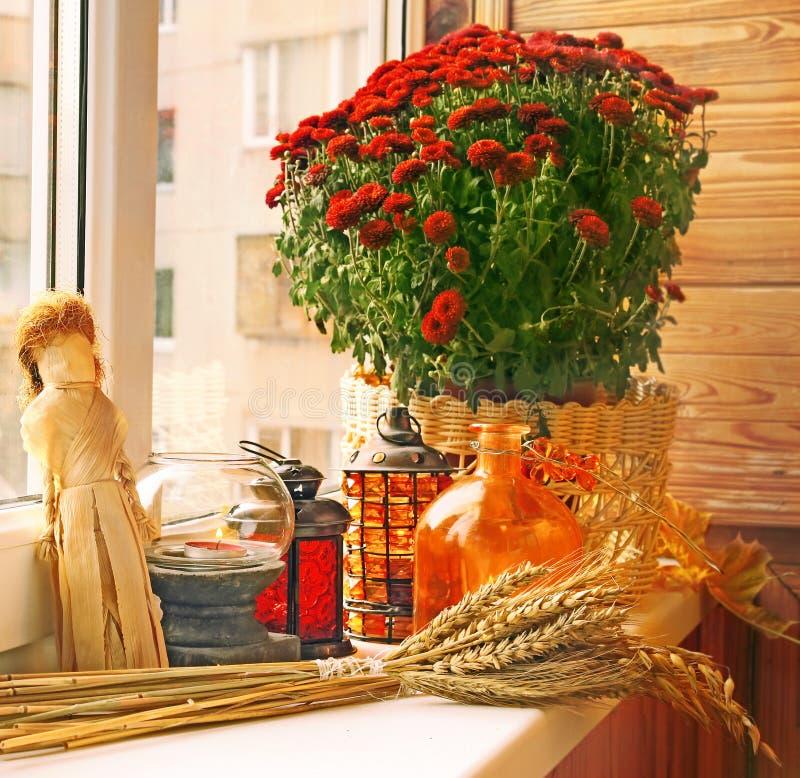 De decoratie van de herfst van balkon royalty vrije stock afbeelding afbeelding 23296376 - Decoratie geel ...