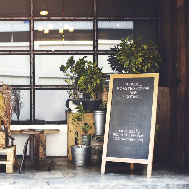 De Decoratie van de koffiewinkel buiten Binnenlands Concept stock afbeeldingen