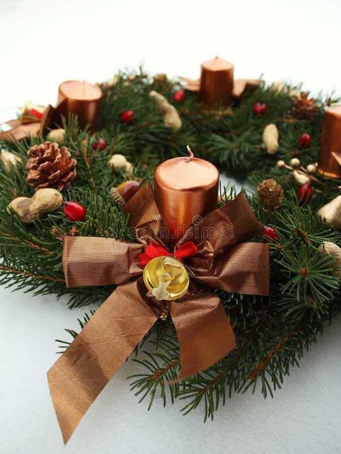 De decoratie van de kroon wih Kerstmis van de komst stock fotografie