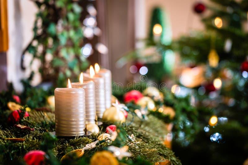 De decoratie van het Kerstmishuis voor Komst stock fotografie