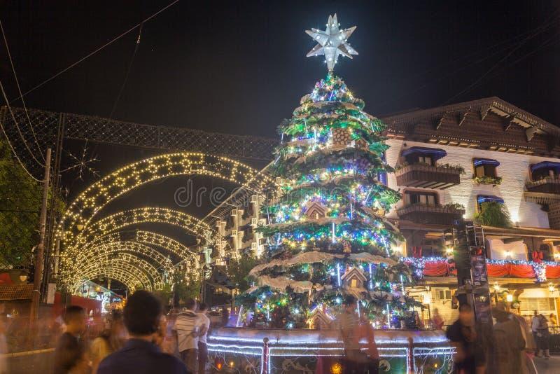 De Decoratie van Kerstmis bij Nacht stock foto