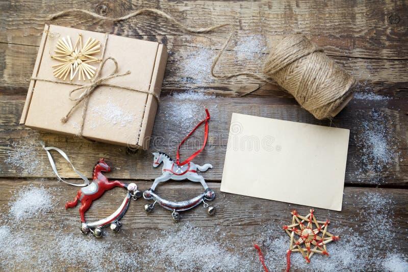 De decoratie van Kerstmis Houten achtergrond stock afbeeldingen