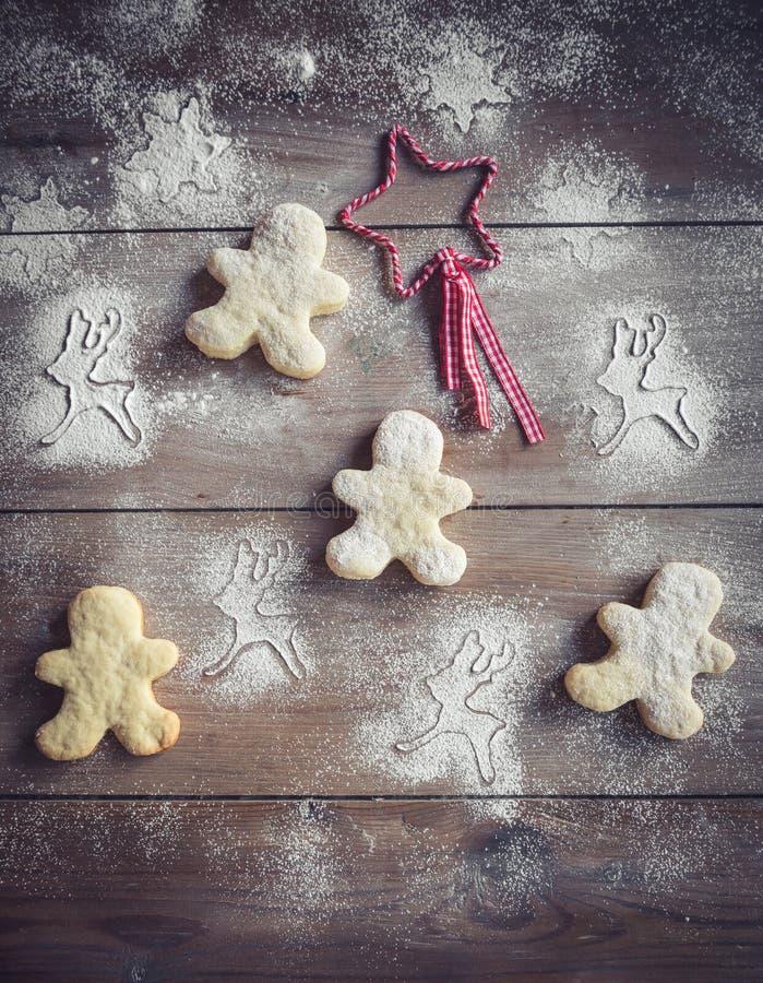 De decoratie van Kerstmis met koekjes royalty-vrije stock afbeeldingen