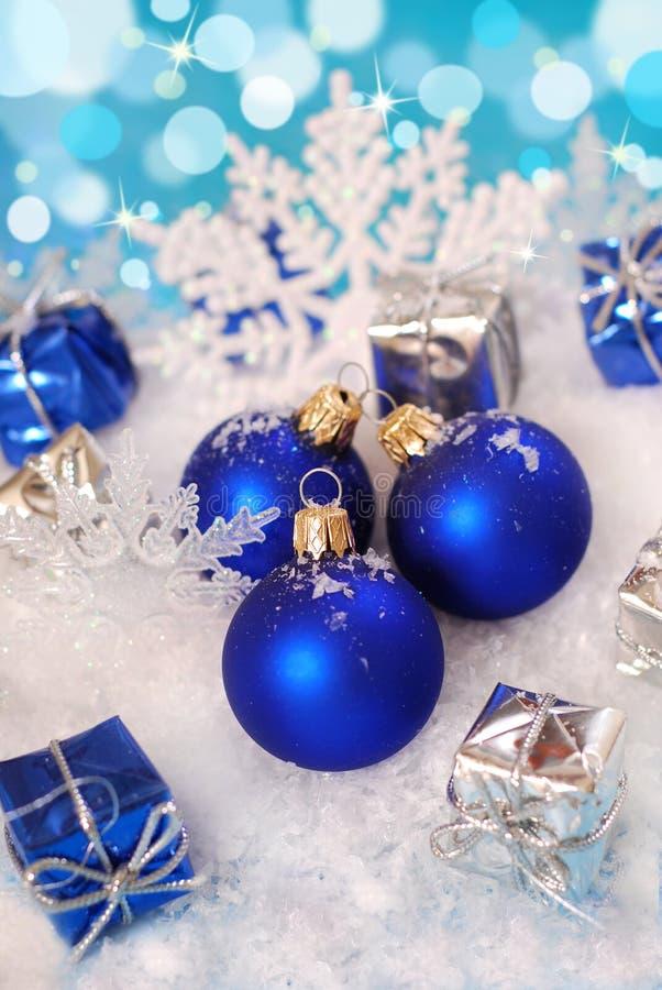 De decoratie van Kerstmis met sneeuw royalty-vrije stock afbeeldingen
