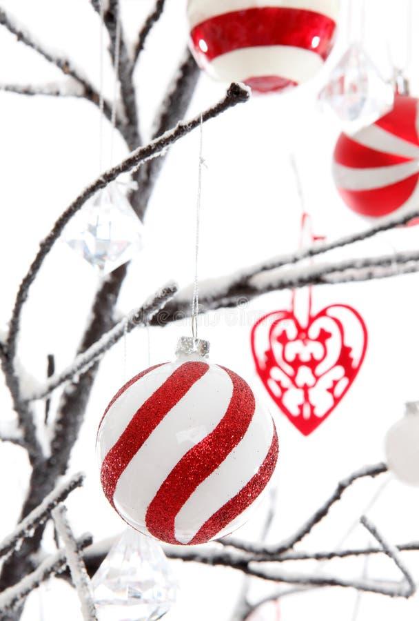 De Decoratie van Kerstmis op een boom stock foto's