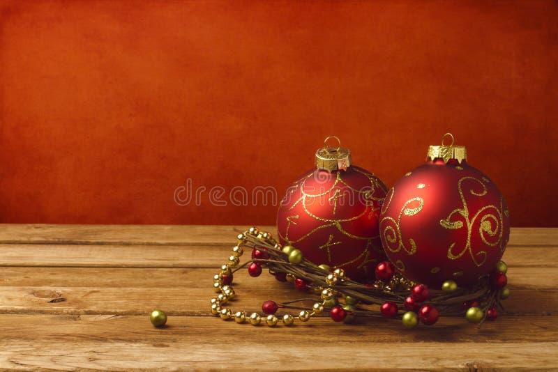 De decoratie van Kerstmis op houten lijst royalty-vrije stock afbeelding