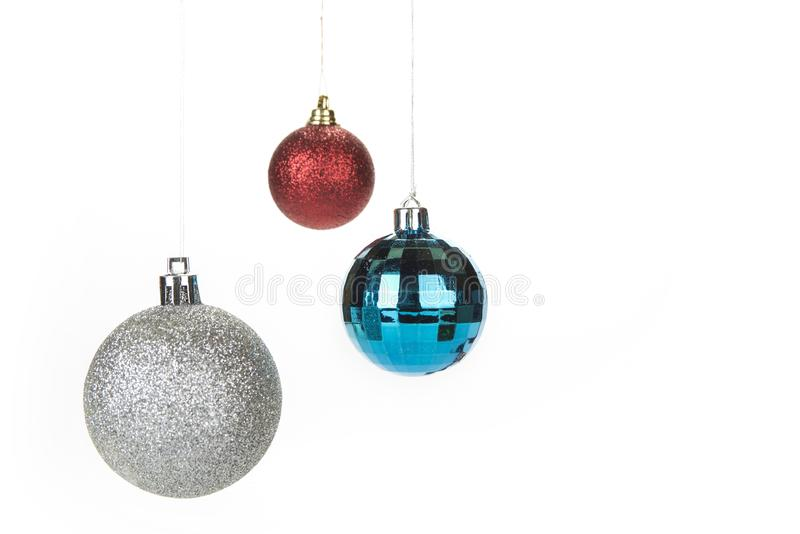 De decoratie van Kerstmisballen op een witte achtergrond stock foto