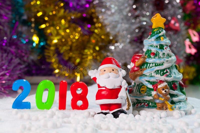 De decoratie van Kerstmissteunen op het gebiedsachtergrond w van de Kerstmissneeuw stock fotografie